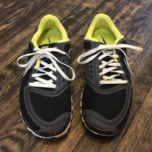 Kids Black Nike Sneakers Size 7